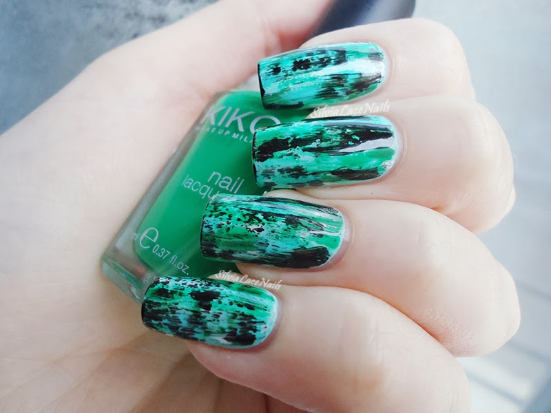 Distressed green nail art