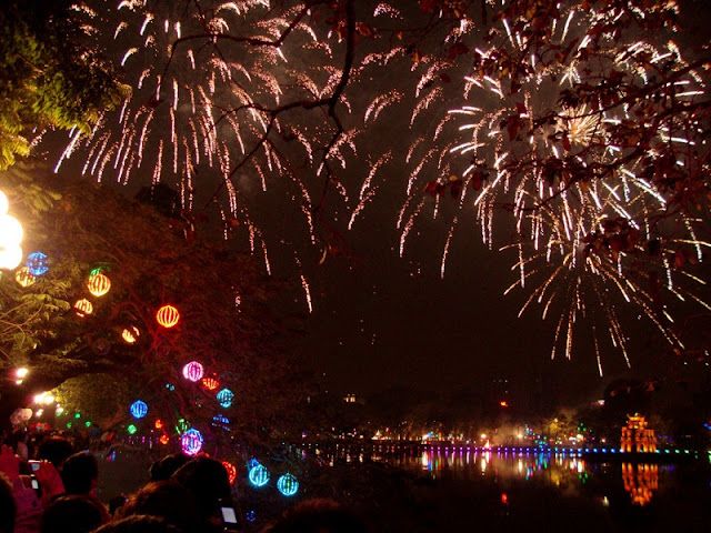 Lunar New Year fireworks to light up Hanoi's sky at 30 venues 2