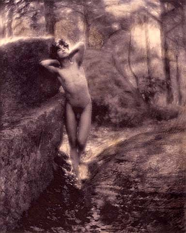 Male nude, F. Holland Day. Source: Scan from the book ''Suffering the ideal''.