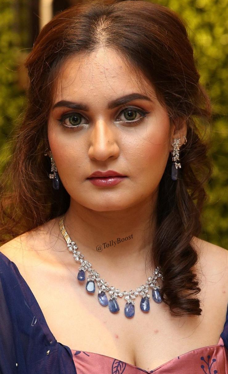 beautiful indian girl shifa hot looking without makeup face closeup
