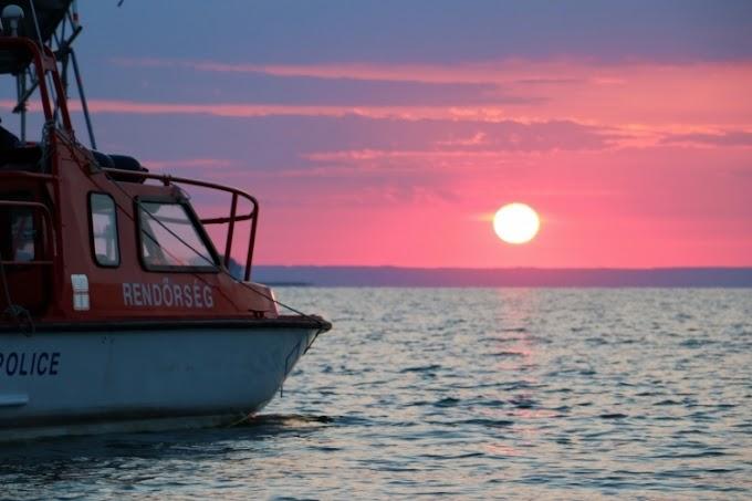 Eltörött egy hajó kormánylapátja, többen bajba kerültek a Balatonon