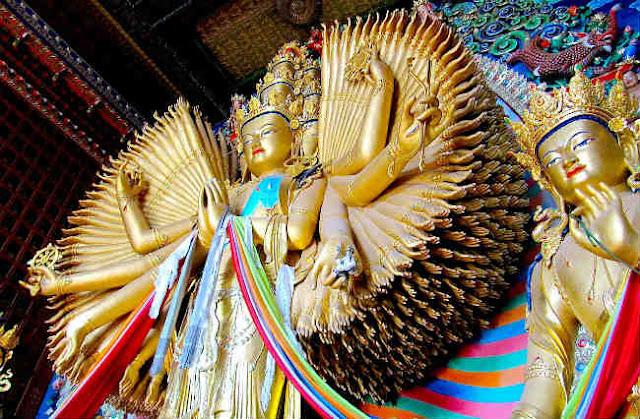 Thần chú Bạch Tản Cái Phật Mẫu – Om Mama Hum Ni Svaha