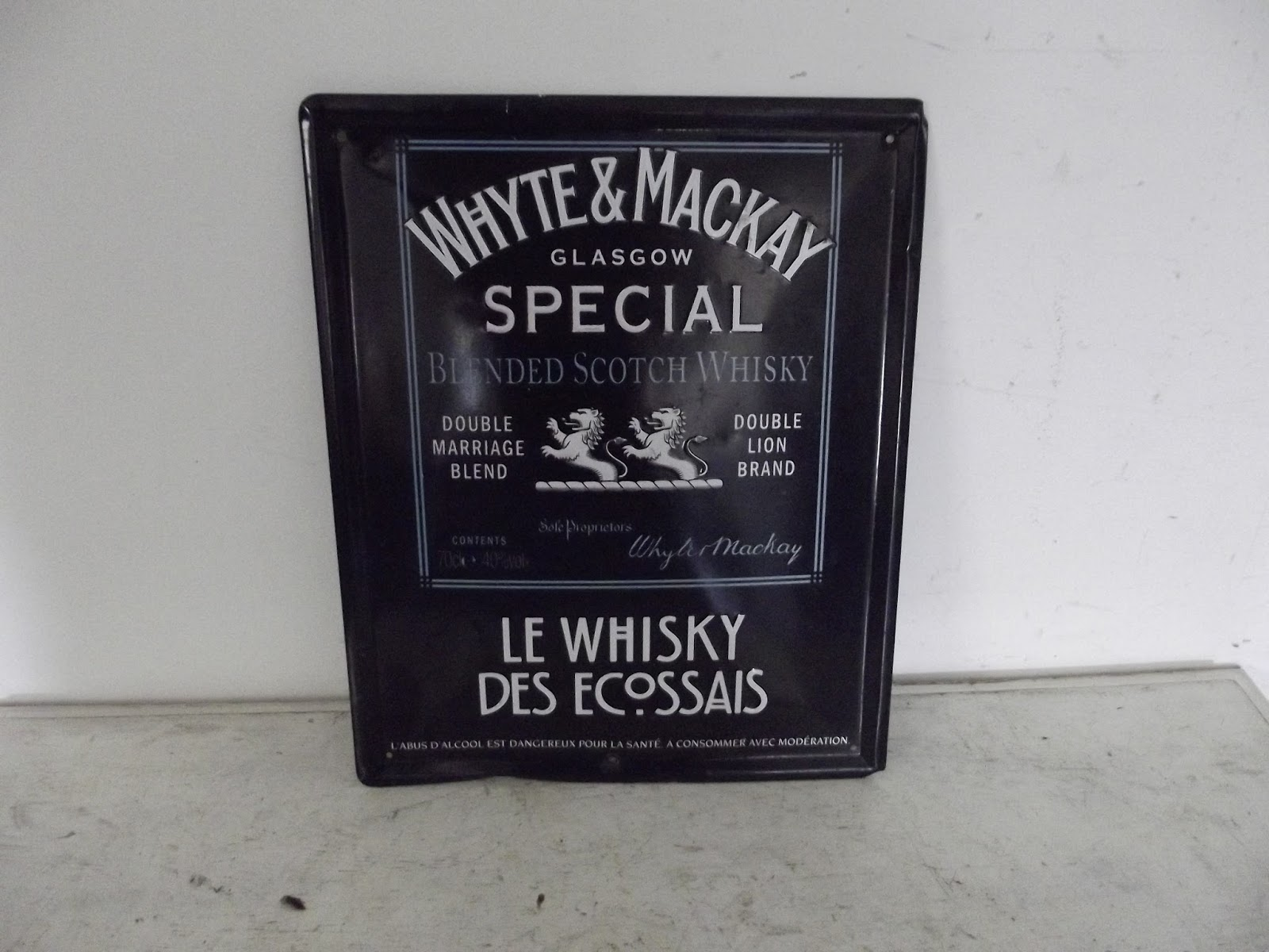 ancienne plaque publicitaire tole peinte le whisky dess ecossais white. Black Bedroom Furniture Sets. Home Design Ideas
