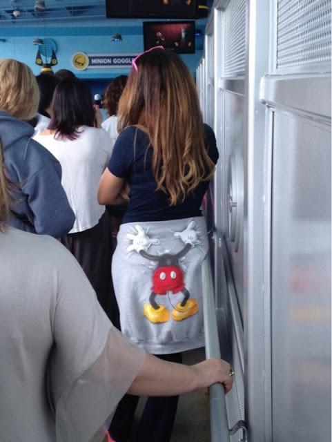 Mickey perdeu a cabeça para essa garota