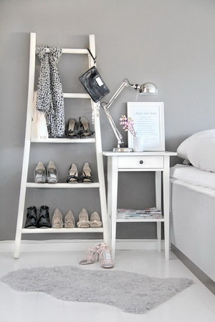 Ideas for decorating with old wooden ladders 3