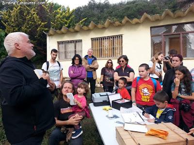 Sergi Sales explicant les característiques de l'ocell anellat