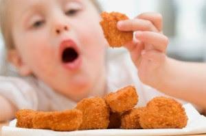 Hại con vì cho ăn quá nhiều đạm