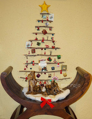 http://merrajo.blogspot.com/2014/12/arbol-de-navidad-con-palos-lapiz.html