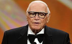 0b6e7d98cd31d Morreu, aos 95 anos, o ator Ernest Borgnine. Ele já tinha sido morto por  Frank Sinatra em 1953, no Havaí, onde se passou o filme A Um Passo da  Eternidade.