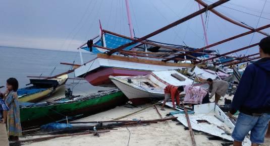 Breaking News : Takabonerate, Disapu Gelombang Pasang, Ratusan Perahu Nelayan Hancur