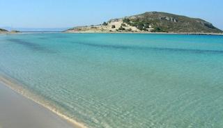Σίμος: Η παραλία με την εξωτική θέα στην Ελαφόνησο που θυμίζει Καραϊβική