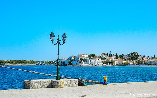 Porto da ilha grega de Spétses, no Arquipélago Argo-Sarônico