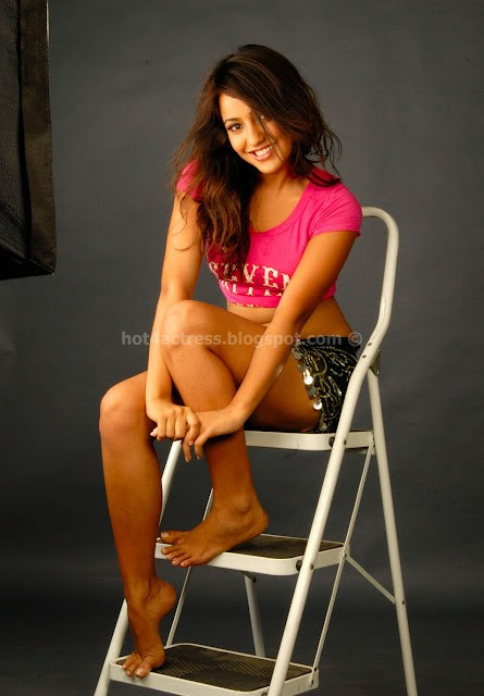NEHA LATEST HOT Navel AND THIGH IMAGES