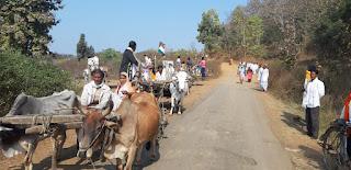 बैलगाड़ी पर सवार होकर किसान पहुंचे एसडीएम कार्यालय