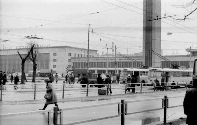 1977 год. Рига. Возле Центрального ж/д вокзала
