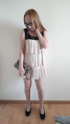 Jak dobrac buty i torebke do sukienki?