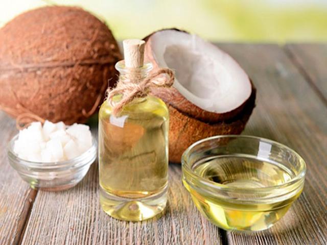 Đọc xong bài này, bạn sẽ phải đi mua ngay 1 chai dầu dừa để trong phòng tắm vì vô số công dụng tuyệt vời của nó