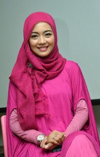 Nuri Maulida siapakah artis cantik ini jilbab Pink manis