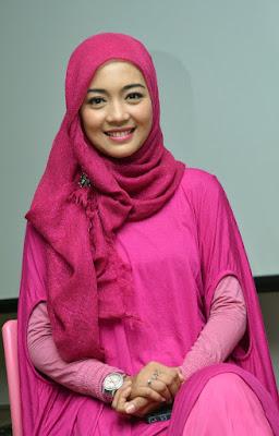 Nuri Maulida siapakah artis cantik ini jilbab Pink manis artis gagal nikah manis