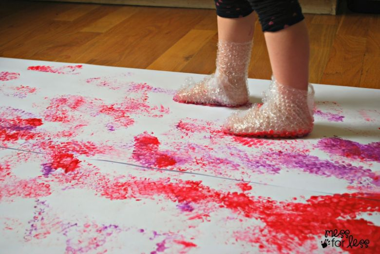 indoor activities for kids - painting with bubble wrap
