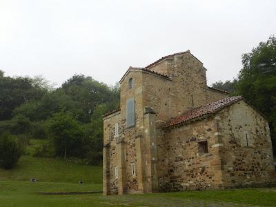 Cabecera y fachada sur SAN MIGUEL DE LILLO PRERROMÁNICO EN ASTURIAS ROMÁNICO EN EL CAMINO DEL SALVADOR