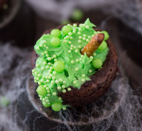 Bubbling Witch's Cauldron Brownies #halloweentreat #cake