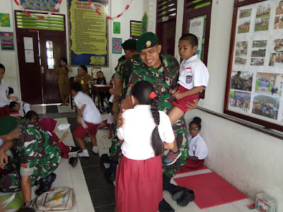 Peringati Hari Disabilitas Internasional, Satgas Pamrahwan Yonif 754/ENK Kostrad Kunjungi SLB Mimika