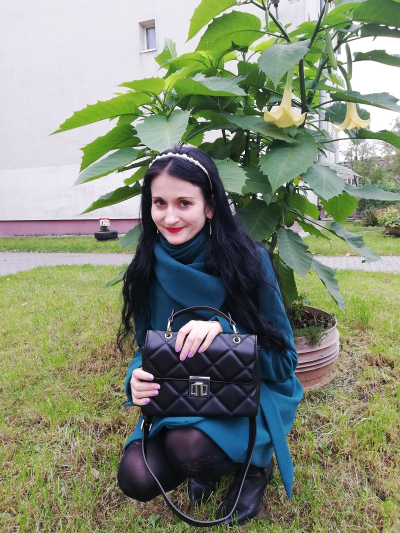 Stradivarius czarna torebka z pikowaniami