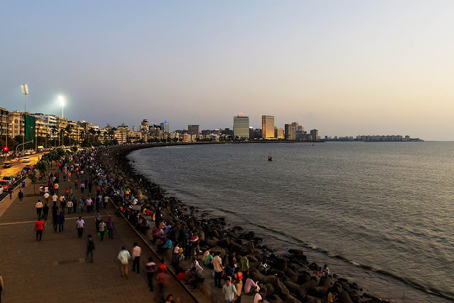 Sunset at Marine Drive Mumbai, Queen's necklace