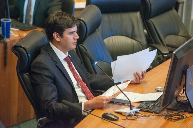 Retirada emenda que permitia inclusão de ex-deputados no Fascal