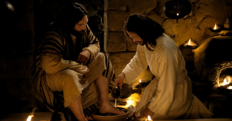ni Pesan Yesus untuk Umat Katolik Saat Membasuh Kaki Para Murid