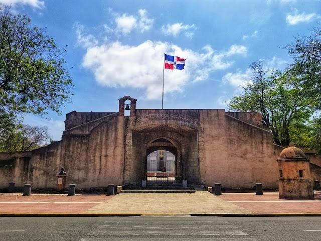 la puerta del conde zona colonial santo domingo dominican republic