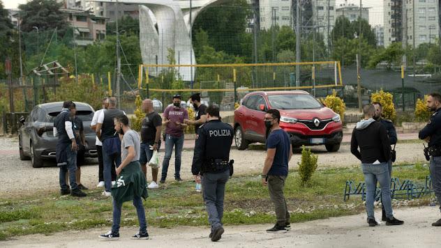 Milano: sei arresti per l'uomo ucciso a coltellate durante la partita di calcetto