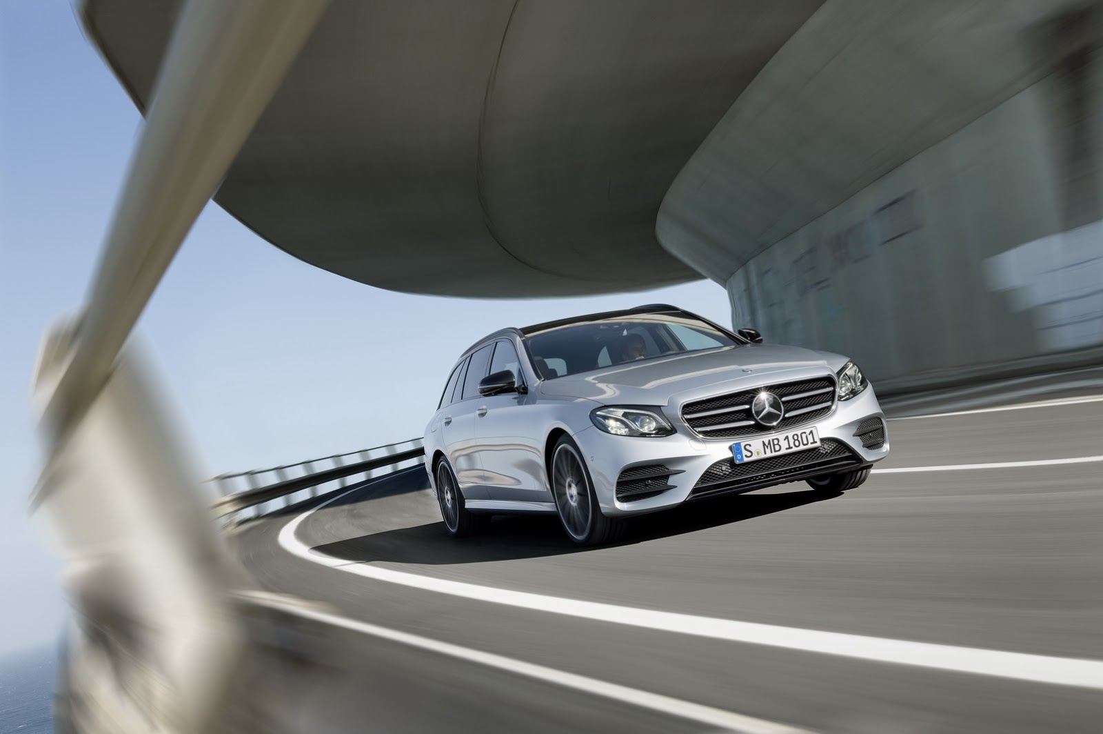 2017-Mercedes-Estate-E-Class-25.jpg