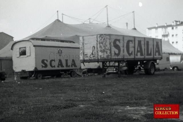 roulotte et remorque de semi du Cirque Scala