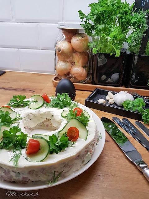 sisustus keittiö orthex kodin3väriä voileipäkakku asetelma housedoctor yrtit