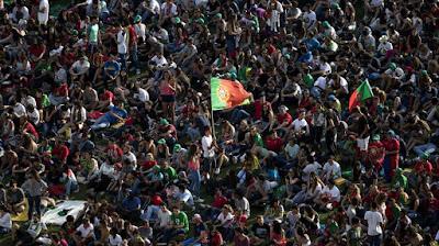 http://rr.sapo.pt/noticia/69706/economistas_alemaes_olham_para_portugal_como_um_pais_falido