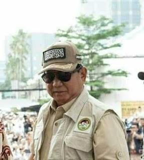 Bentuk Dukungan, Prabowo Dapat Rompi Tauhid