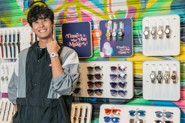 身高190公分的風田配戴Swatch耶誕特別版錶款,展現出潮流感與大男孩的氣息不過於幼稚,展現大人感的可愛又不失個性