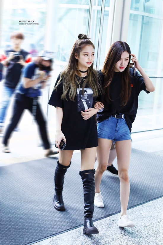 Cpn1YGJUsAA4xj9 - Blackpink Rose Airport Style