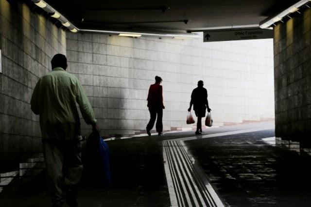 Κατάρρευση μισθών εν μέσω πανδημίας - Απροστάτευτα από την φτωχοποίηση τα νοικοκυριά