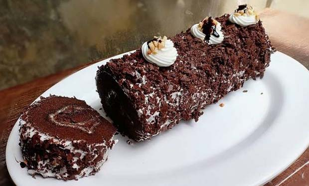 Cara Membuat Black Forest Roll Cake
