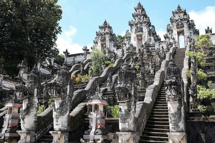 Pura Lempuyang Bali - Daya Tarik, Fasilitas Wisata dan Harga Tiket