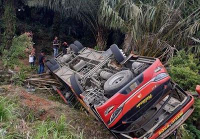 Kecelakaan Bus yang Mengangkut 33 Anggota Polisi Terguling di Jambi