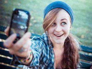Benarkah Wanita Yang Suka Selfie Adalah Wanita Yang Bahagia ?
