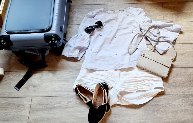 staycation outfit ideas, holiday outfit inspiration, linen shorts outfit, travel outfit