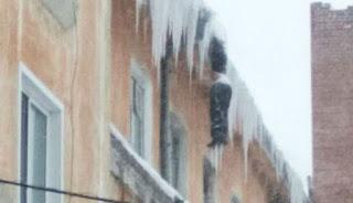 Mayat membeku di atap