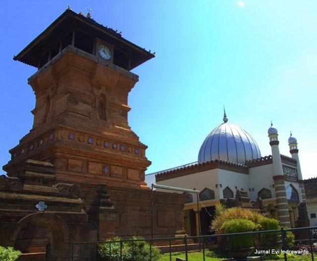 Wisata Religi Makam Sunan Kudus di Pusat Kota Kudus