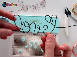 scritta Love con fil di ferro