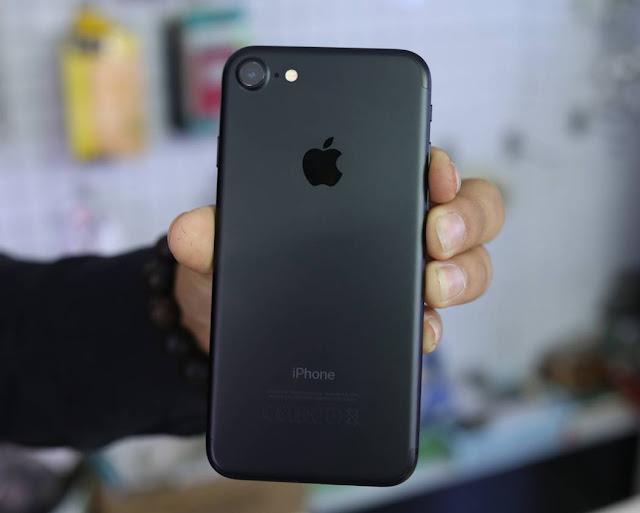 Đập hộp iPhone 7 Jet Black và Rose Gold phiên bản thương mại đầu tiên tại Việt Nam